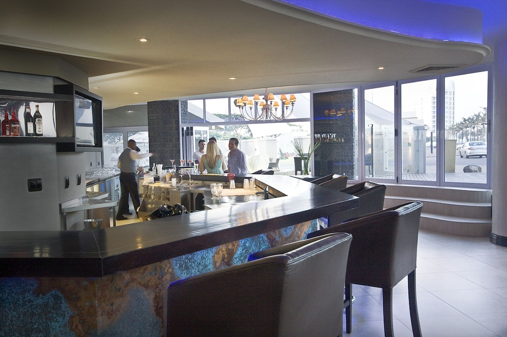 Bar, The Blue Waters Hotel