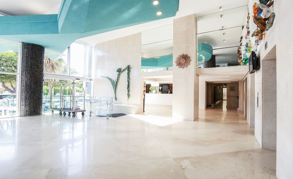 Lobby, The Blue Waters Hotel