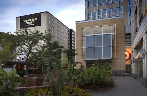 DoubleTree Suites by Hilton Minneapolis Downtown