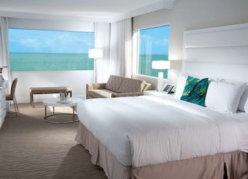 Junior Suite, 1 King Bed (Ocean) - Guestroom