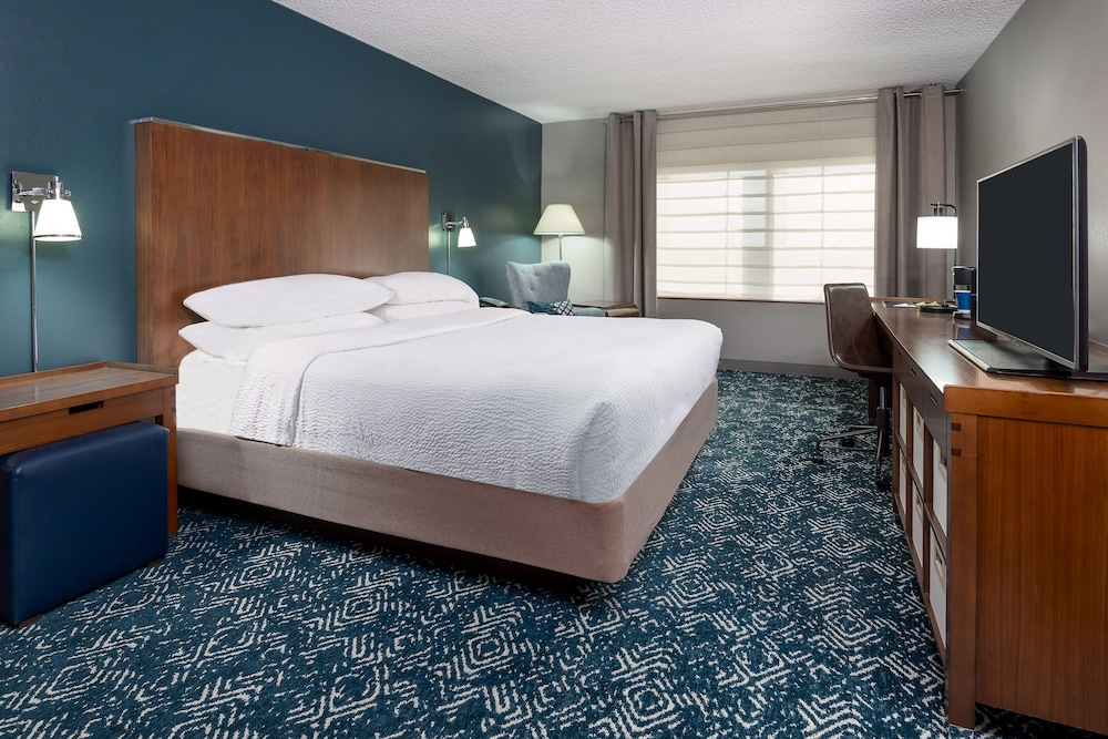 Room, Four Points by Sheraton Huntsville Airport