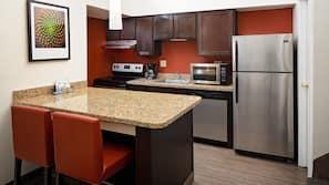 Full-size fridge, microwave, coffee/tea maker, cookware/dishes/utensils