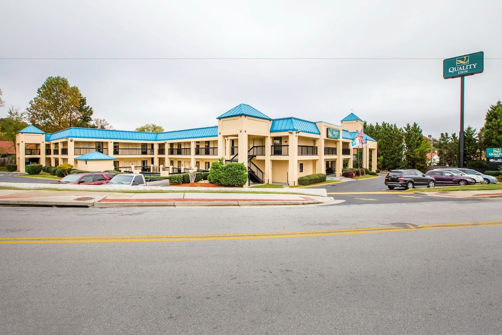 Front of Property, Quality Inn near Six Flags