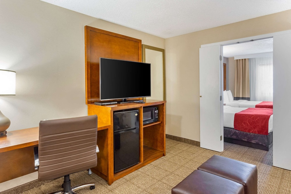 Room, Comfort Suites Oakbrook Terrace near Oakbrook Center