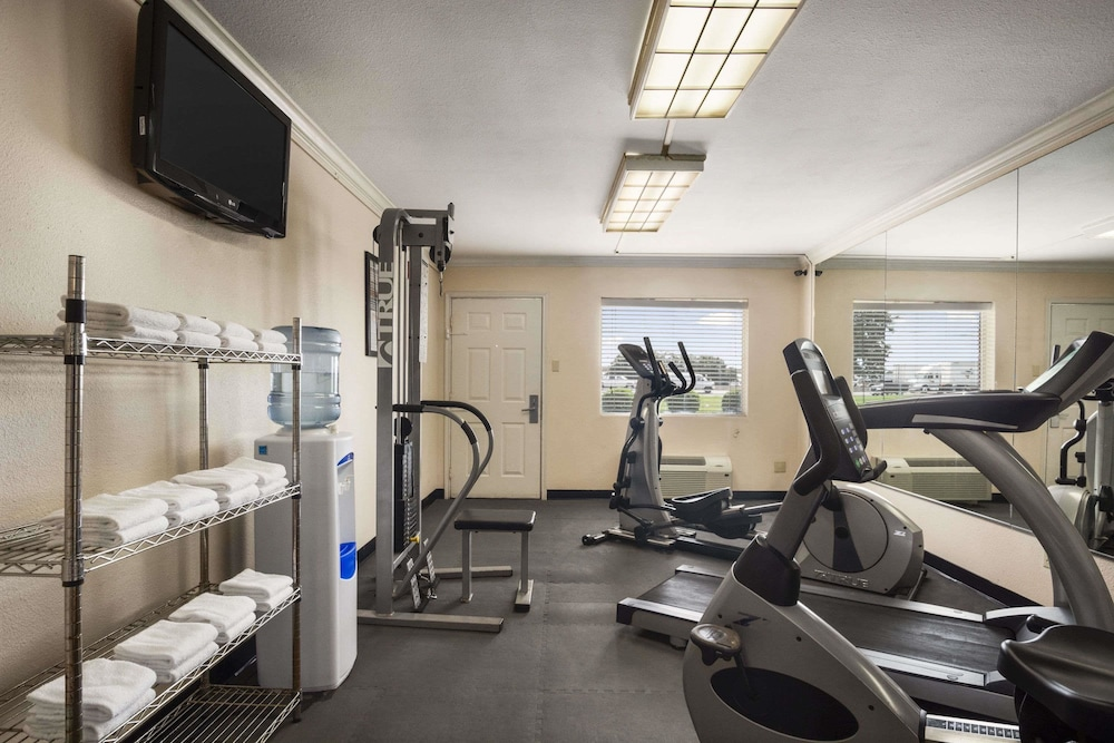 Fitness Studio, Howard Johnson by Wyndham Beaumont