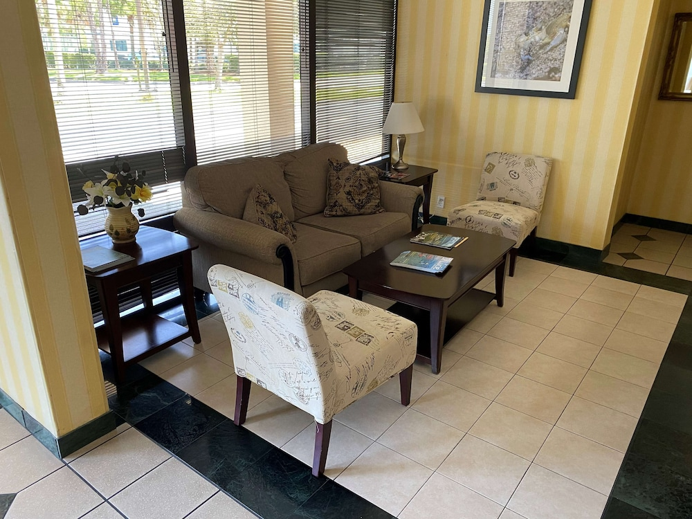 Lobby, SureStay Hotel by Best Western Fort Pierce
