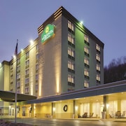 La Quinta Inn & Suites Pittsburgh North/McKnight