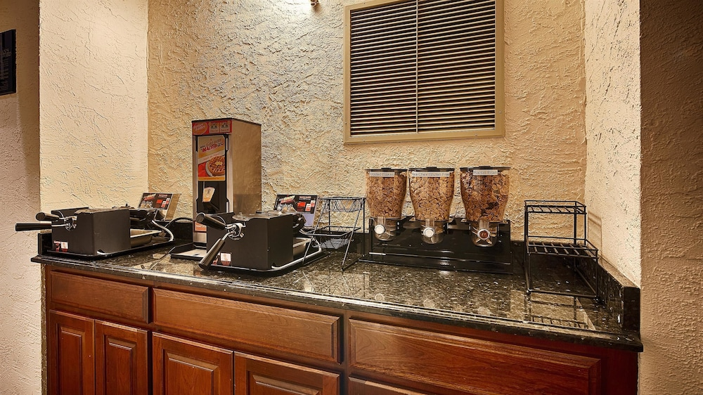 Breakfast Area, Best Western Plus Independence Park Hotel