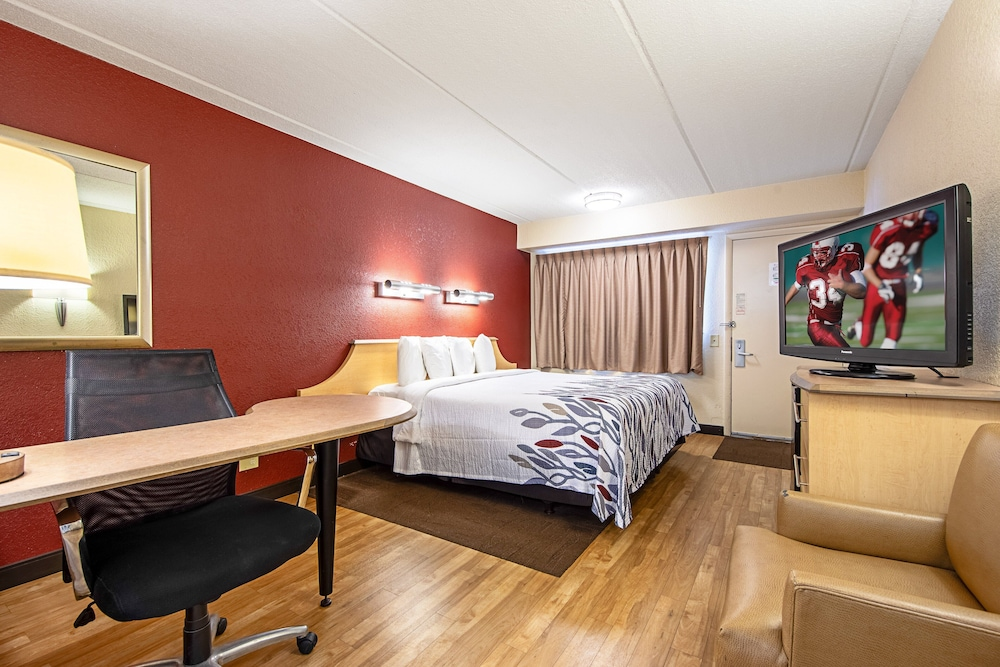 Room, Red Roof Inn Canton