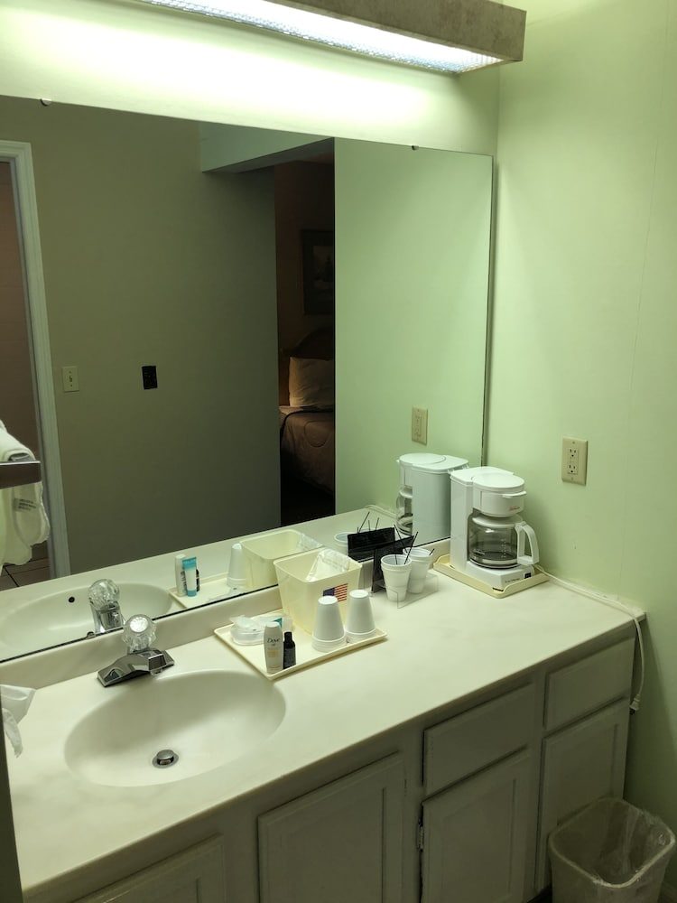 Bathroom, First Heritage Inn Rantoul