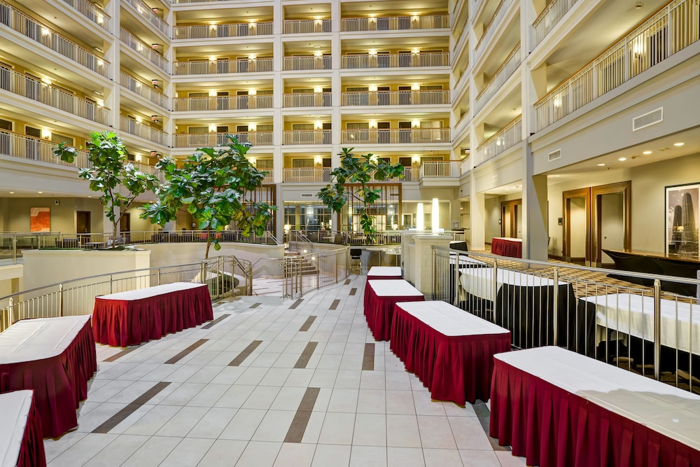 Embassy suites chicago downtown reviews photos rates for Chicago hotels best rates