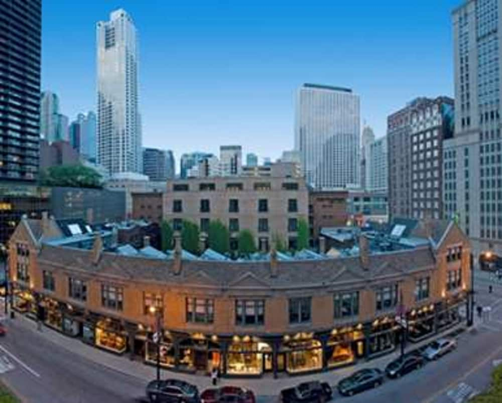 Embassy suites chicago downtown reviews photos rates for Chicago hotel accommodation