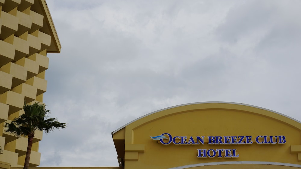Exterior, Ocean Breeze Club Hotel