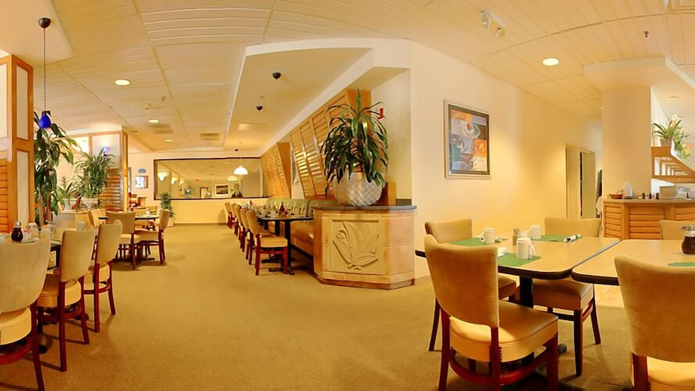 Breakfast Area, Ocean Breeze Club Hotel