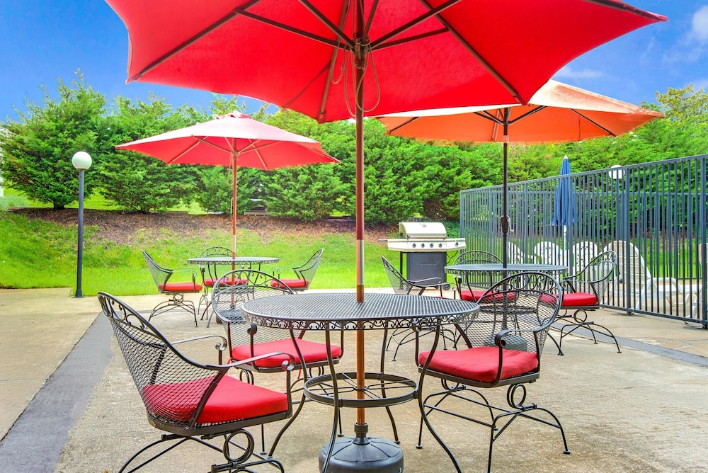 BBQ/Picnic Area, Days Inn by Wyndham Towson