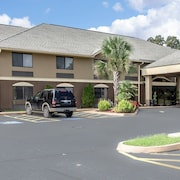 Comfort Inn & Suites - near Robins Air Force Base Main Gate