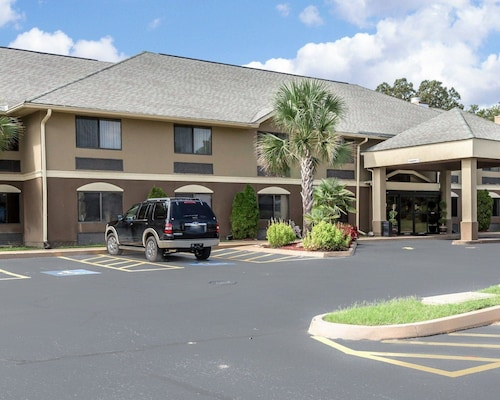 Check Expedia for Availability of Comfort Inn and Suites Robins AFB