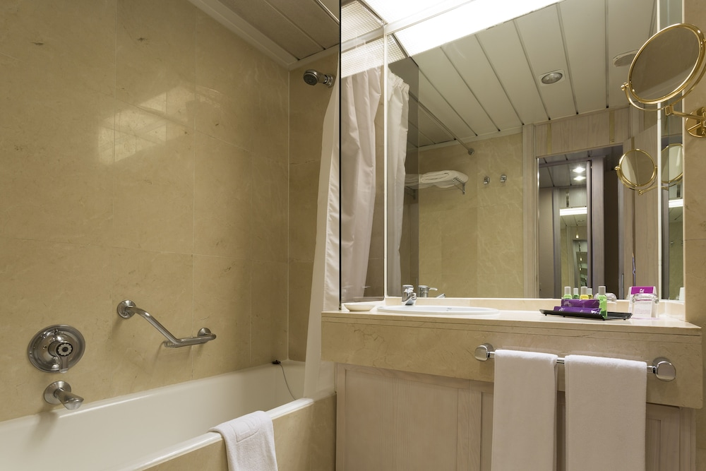 Cuarto de baño ayre hotel sevilla