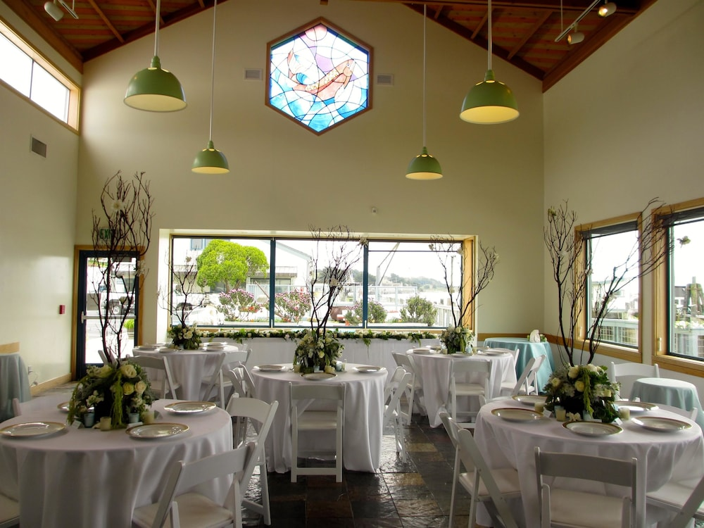 Indoor Wedding, The Inn at the Tides
