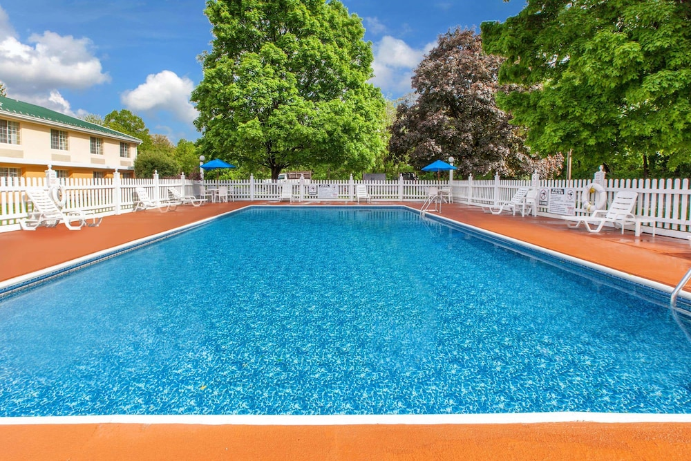 Pool, Baymont by Wyndham Harrisburg