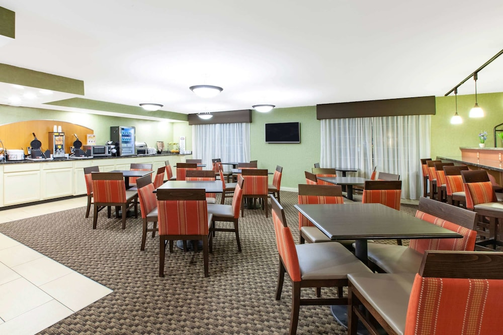 Breakfast Area, Baymont by Wyndham Harrisburg