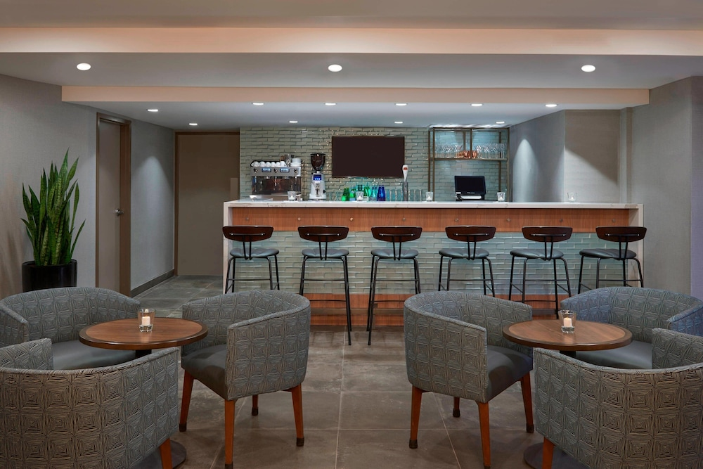 Restaurant, Fairfield by Marriott Montreal Downtown