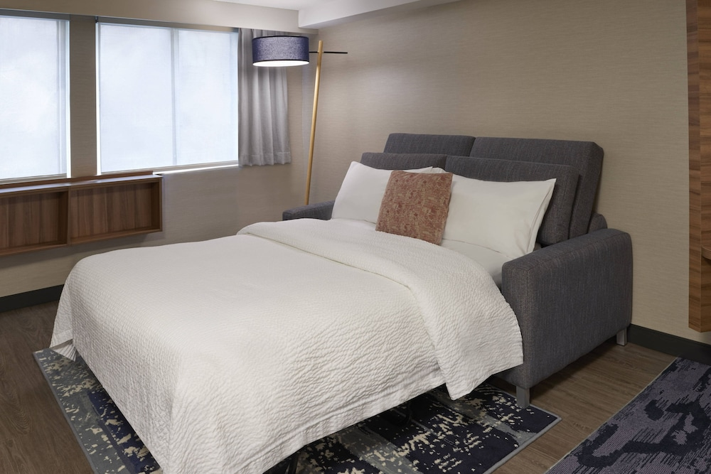 Room, Fairfield by Marriott Montreal Downtown