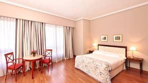 1 dormitorio, minibar, caja fuerte y sistema de insonorización