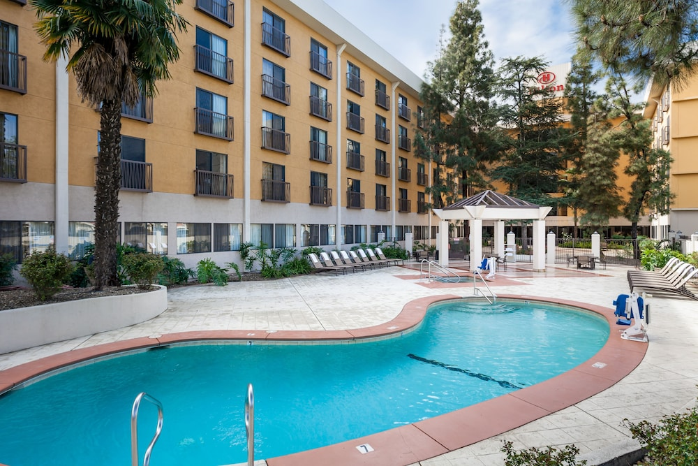 Outdoor Pool, Hilton Stockton