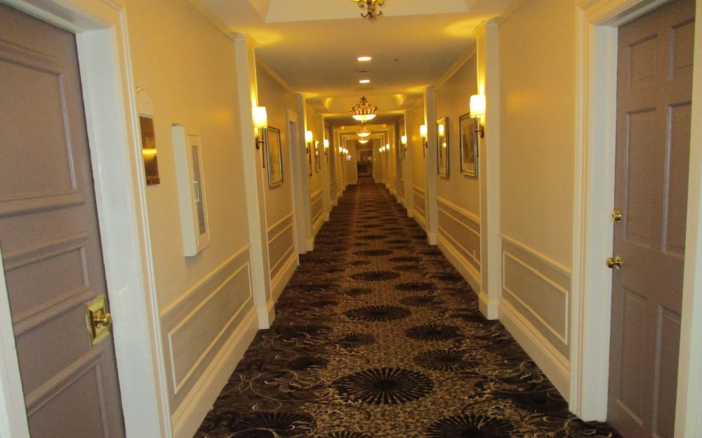 Hallway, The Grand Summit Hotel