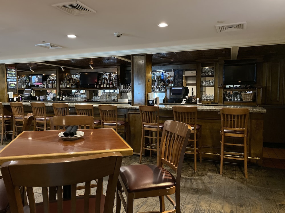 Bar, The Grand Summit Hotel