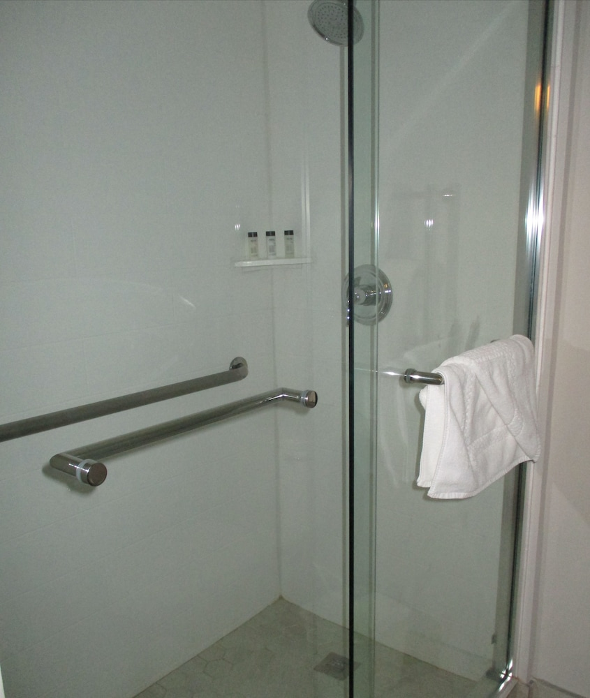 Bathroom, The Grand Summit Hotel