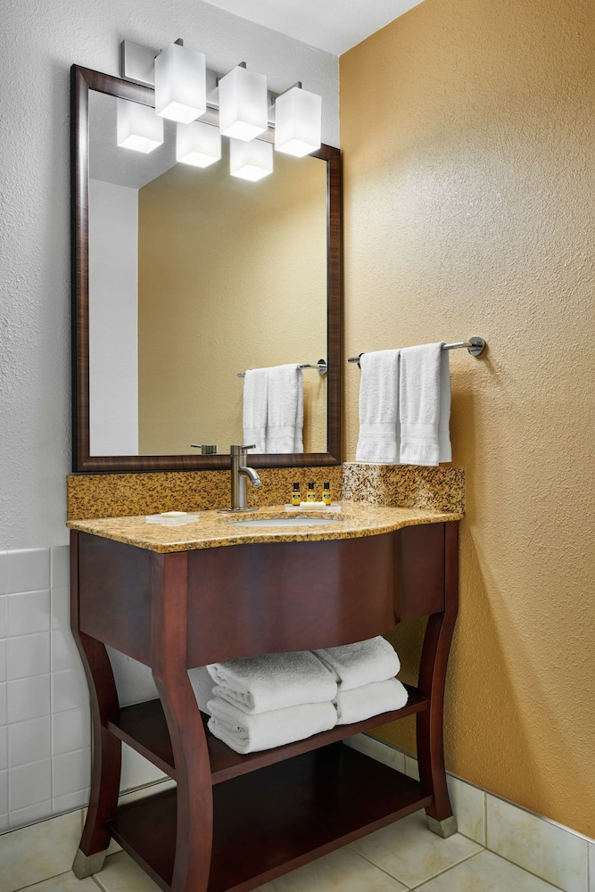 Bathroom, Best Western Plus Milwaukee Airport Hotel & Conference Ctr