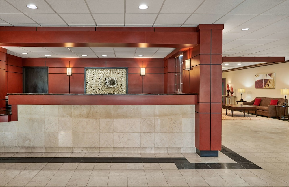 Lobby, Best Western Plus Milwaukee Airport Hotel & Conference Ctr