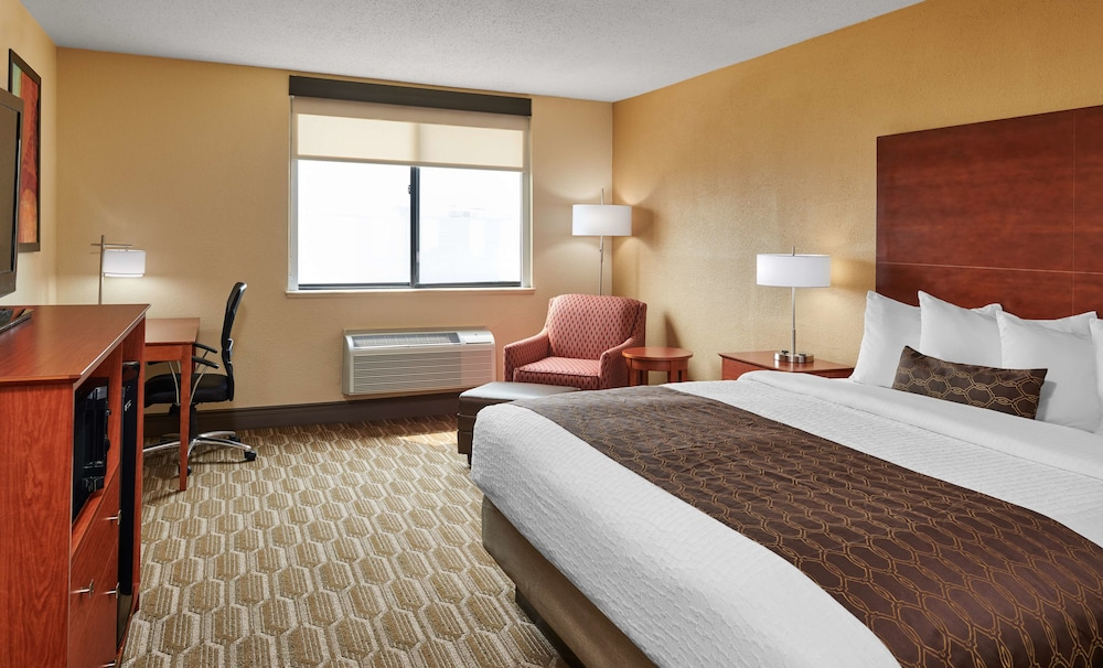 Room, Best Western Plus Milwaukee Airport Hotel & Conference Ctr