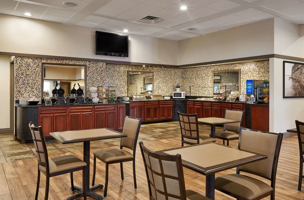 Restaurant, Best Western Plus Milwaukee Airport Hotel & Conference Ctr