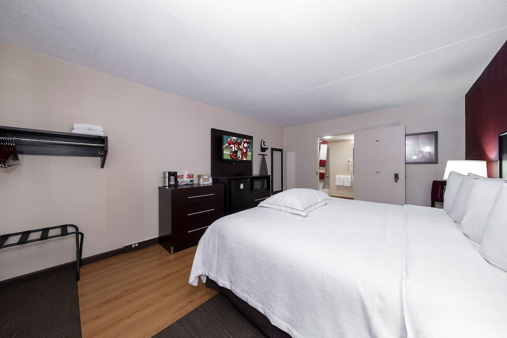 Room, Red Roof Inn PLUS+ Huntsville - Madison