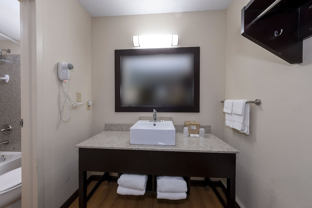 Bathroom Sink, Red Roof Inn PLUS+ Huntsville - Madison