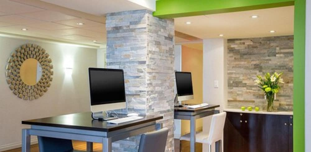 Business Center, Quality Inn & Suites Brossard