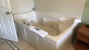 Combined shower/tub, jetted tub, hair dryer, towels