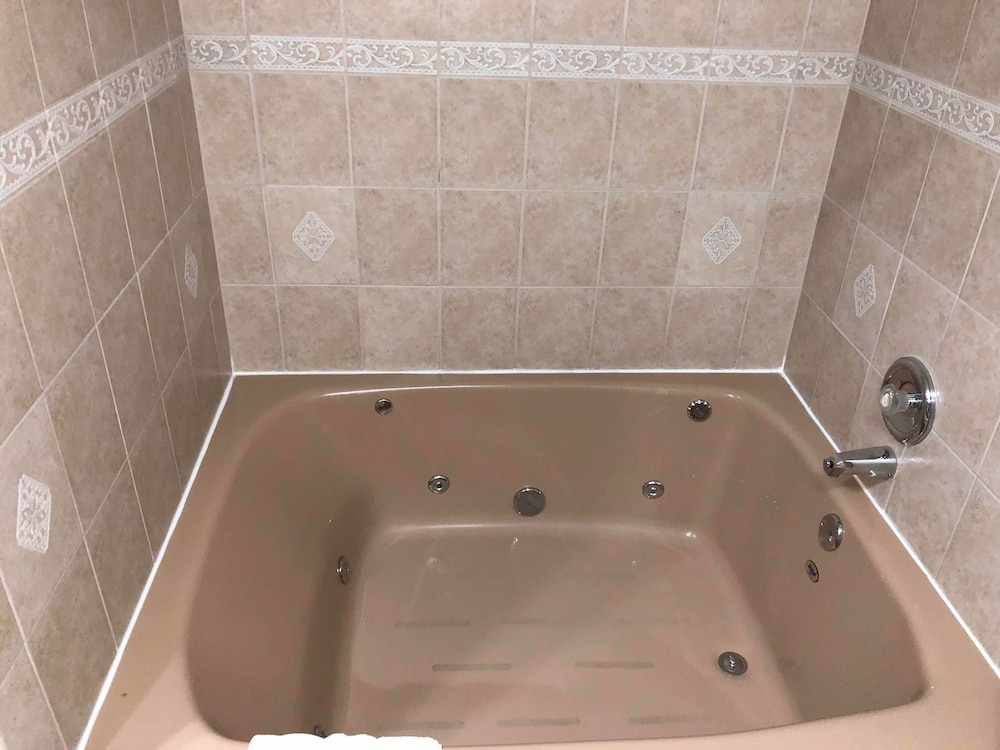 Jetted Tub, Countryside Inn & Suites