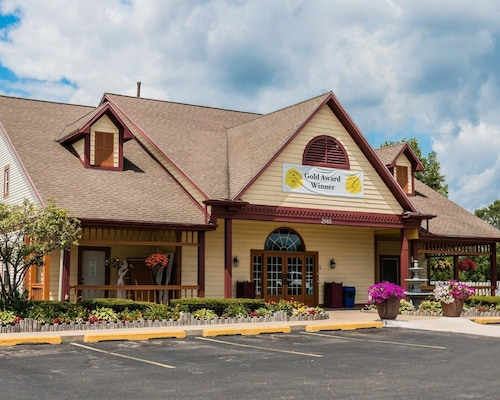 Great Place to stay Econo Lodge & Suites near Grand Rapids
