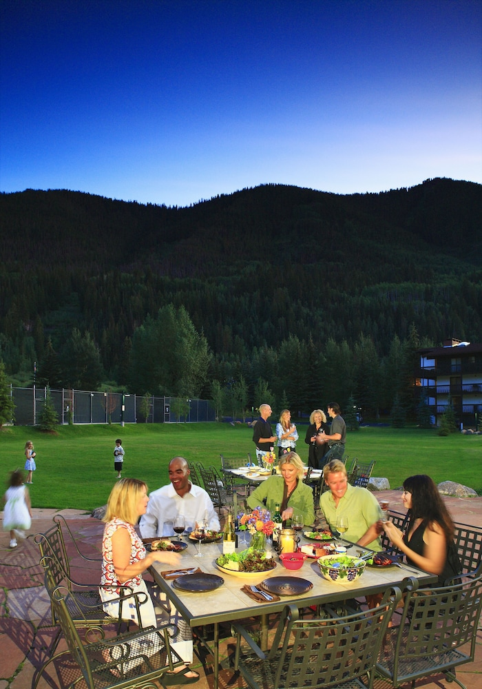 Outdoor Dining, Vail Racquet Club Mountain Resort