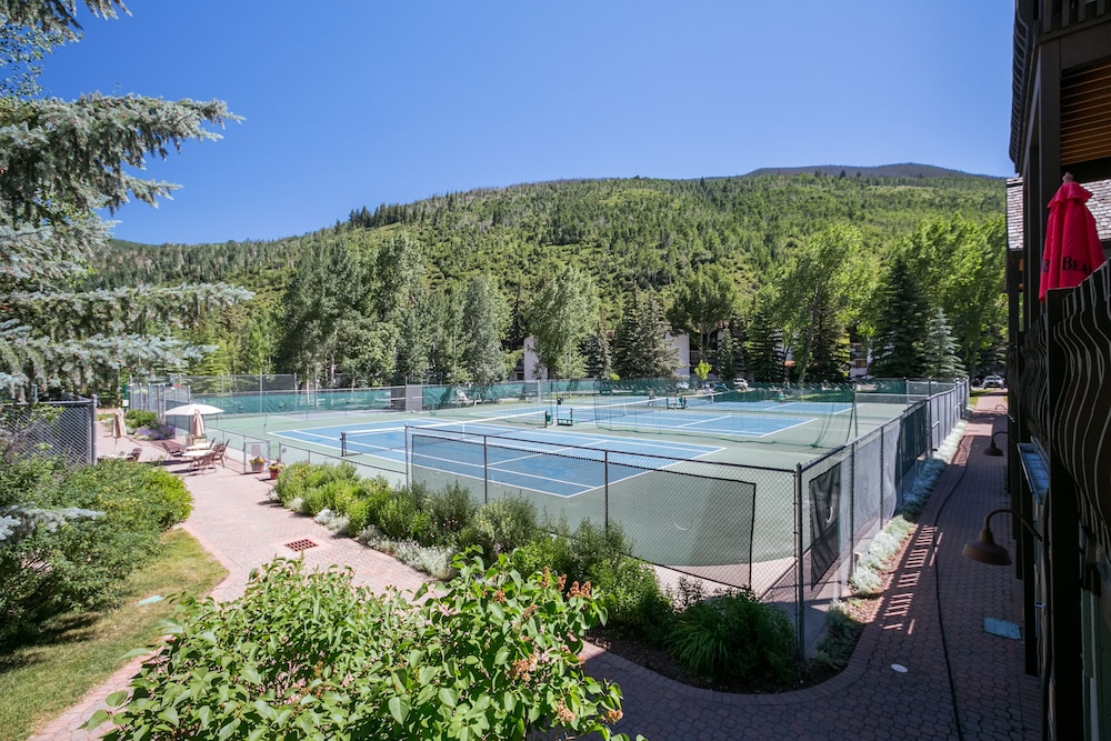 Tennis Court, Vail Racquet Club Mountain Resort