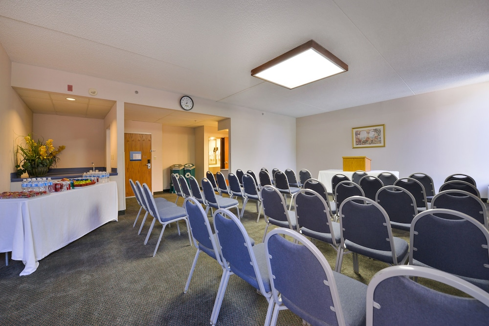 Meeting Facility, Greenstay Hotel & Suites