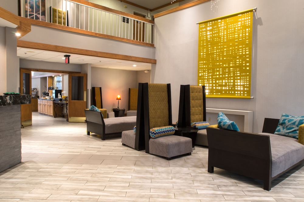 Lobby Sitting Area, Greenstay Hotel & Suites