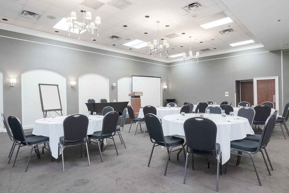 Banquet Hall, Sandman Hotel Montreal-Longueuil