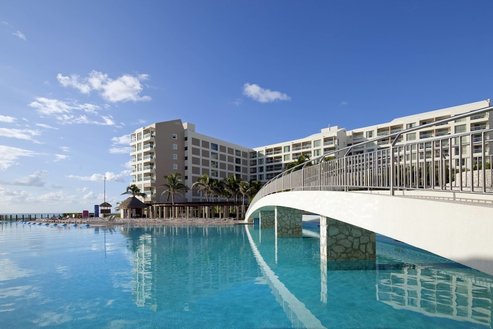 Outdoor Pool, The Westin Lagunamar Ocean Resort Villas & Spa, Cancun