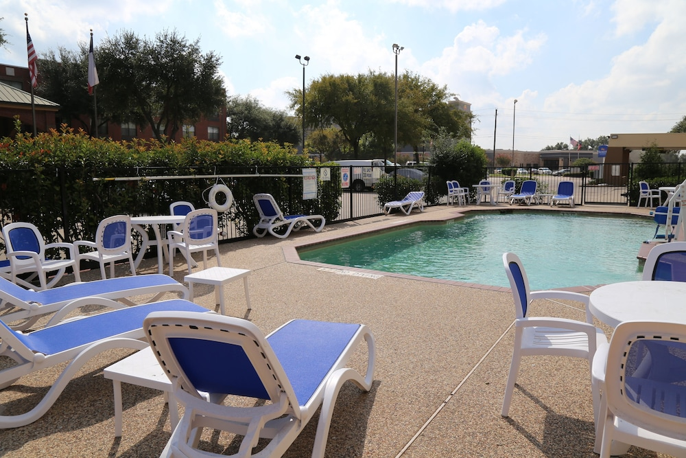 Outdoor Pool, Baymont by Wyndham Plano