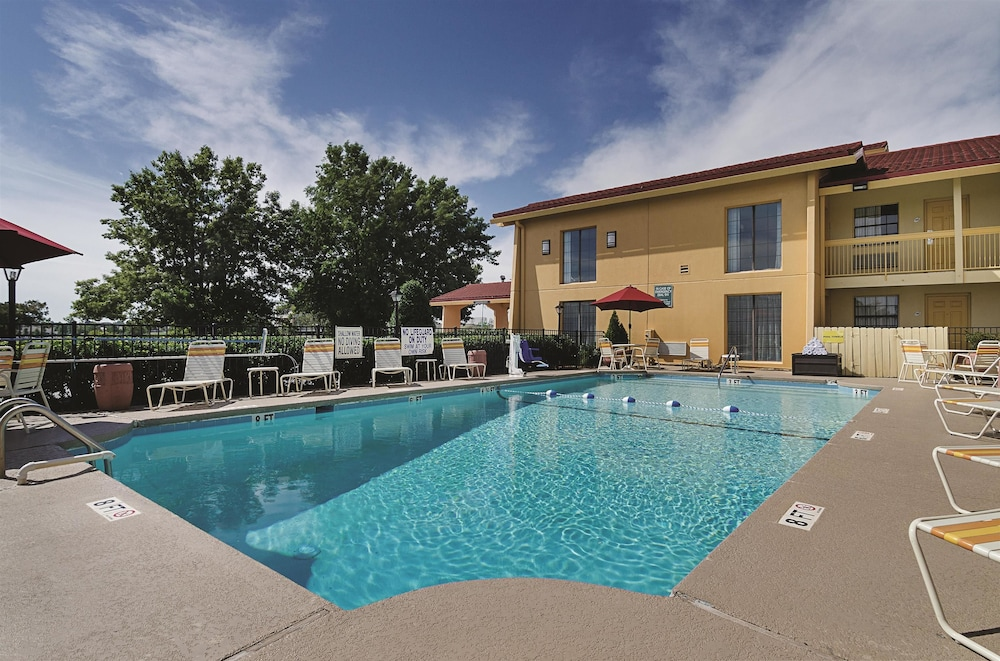 Outdoor Pool, Baymont by Wyndham Greenville Woodruff Rd